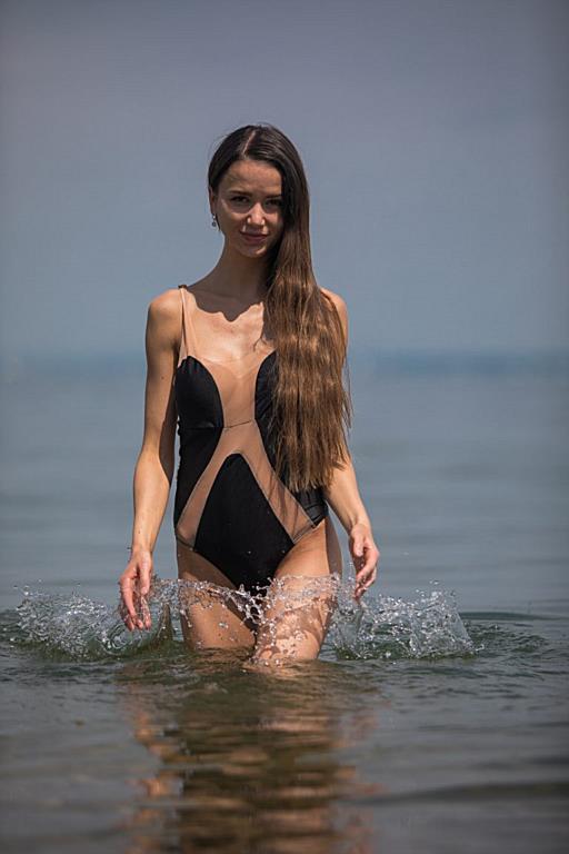 Müller bikini laura Mueller investigated