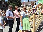 990 Dirndlträgerinnen beim Landesfeuerwehrfest in Andelsbuch   Weltrekord!
