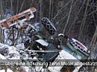 Vorarlberg: Traktor in Dafins abgestürzt - 2 Kinder und ein Mann eingeklemmt