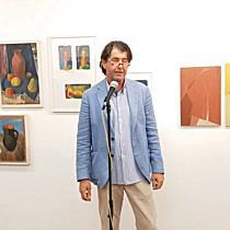 """Kurator Harald Gfader zur Ausstellung Hans-Günther Grünseis im """"milK_Ressort"""" Göfis"""