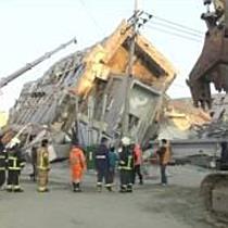 Zwei Menschen nach Erdbeben in Taiwan lebend gerettet