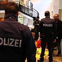Unangemeldete Kurdendemo im Bregenzer Landhaus