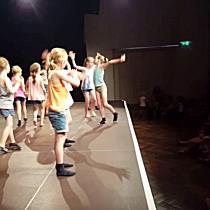 Kinder zeigen Talent im Tanzen