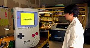 Student entwickelt größten Game Boy der Welt