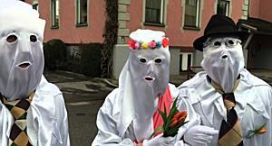 Zwei Geister im Gemeindeamt Höchst wollen heiraten und ein Haus bauen