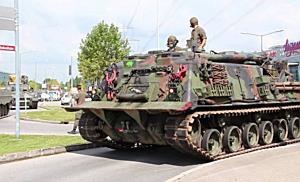 Panzer auf der Autobahn: Bundesheer auf dem Weg zur Herbstmesse