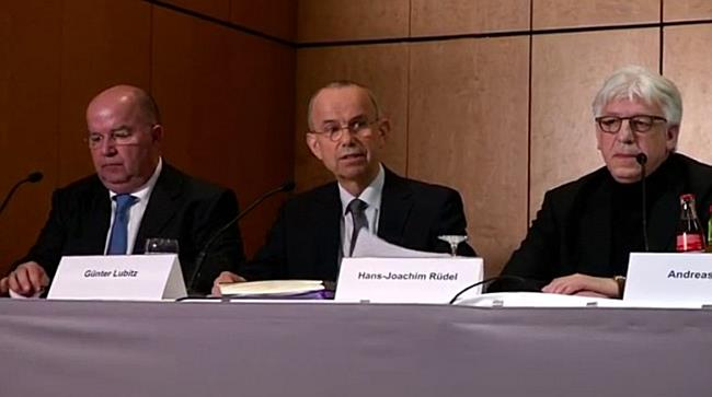 Vater des Copiloten zweifelt an Schuld seines Sohnes für Germanwings-Absturz