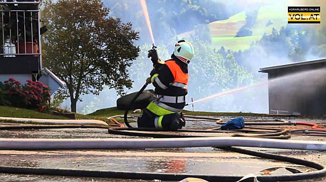 Großbrand Bregenz Fluh: Bilder von den Löscharbeiten