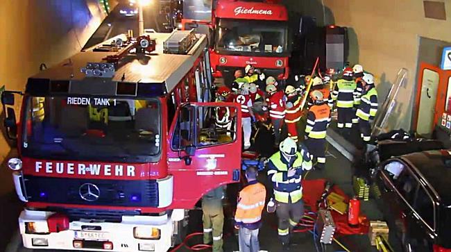 Pfändertunnel: Lkw rast in Gegenverkehr