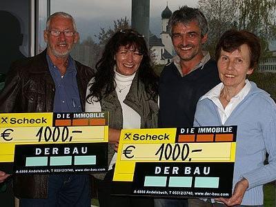 Hans Felder, Elmar Rützler, Lisa Sutr und Hildegard Flatscher bei der Scheckübergabe