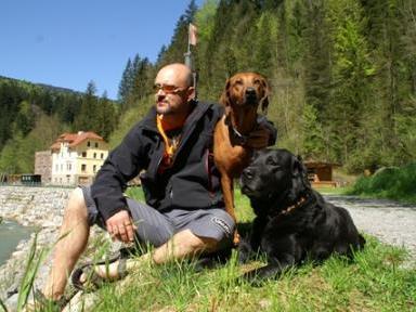 Chris Alge mit seinen Hunden
