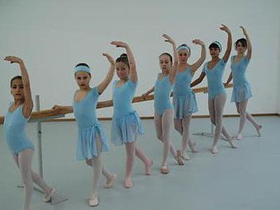 Die Mädchen der klassischen Ballettgruppe