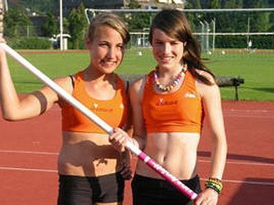 Nicole Gutensohn (l.) und Julia Charec, Vorarlbergs beste Stabhochspringerinnen.