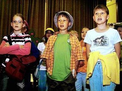 Spiellust zeigten die jungen Akteure auf der Bühne des Satteinser Hauptschulsaales.