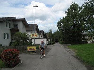 30 km/h zum Schutz der hier wohnenden Kinder.