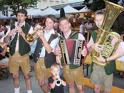 """Die """"jungen Saggautaler"""" spielten steirisch auf."""