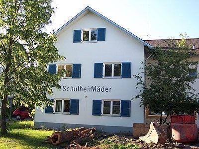 """Im Zuge der Erweiterung des Schulheimes wird das bisherige ,,Versorgungsheim"""" abgebrochen."""