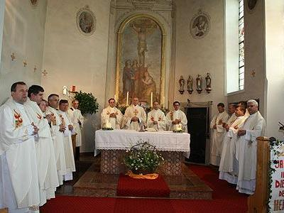 Pfarrer Paul Solomon feierte in Buch sein 20-jähriges Priesterjubiläum.