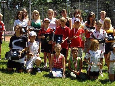Teilnehmerinnen und Teilnehmer an der Tennis-Bezirksmeisterschaft des TC Frastanz.
