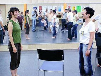 """Beim Seminar des """"Tanzufers"""" werden Techniken der Bewegung erlernt."""