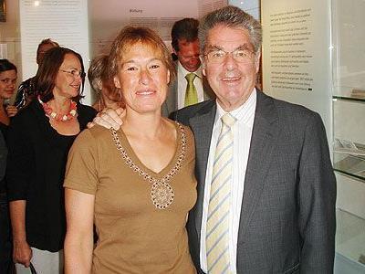 Herzliche Begrüßung: BP Heinz Fischer mit StR. Liesi Märk.