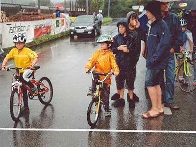 Vom schlechten Wetter ließen sich die jungen Sportler nicht stören und brachten tolle Leistungen.