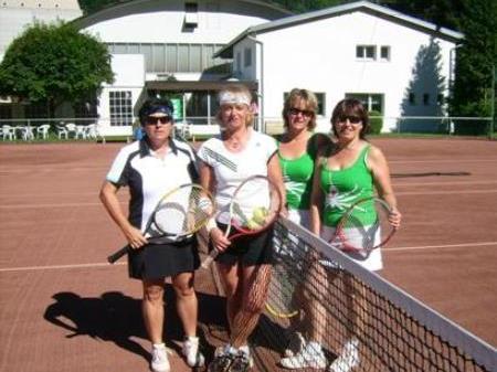 (v.l.) Ketterer Christine, Fink Helga, Dobler Lucia und Walser Monika nahmen sich beim Montfortcup auch Zeit zum Plaudern.