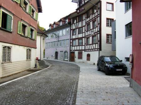 Die alte neue Liechtensteinerstraße im Ortsteil Heiligkreuz.