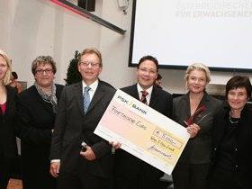 Das Team der VHS Götzis (Siiri Willam, Ruth Scheyer, Stefan Fischnaller, Elisabeth Allgäuer-Hackl, Renate Müller) bei der Preisverleihung