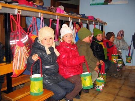 Die Kinder mit ihren Laternen