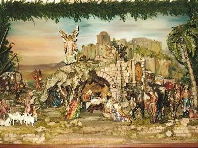 """Die Krippe der Kirche """"Peter und Paul"""" wurde vom Krippenverein botanisch ergänzt und ist heuer wieder mit dem gesamten Figurenschatz zu sehen."""