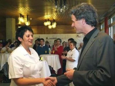 Dir Dr. Gerold Fleisch von der KrankenhausbetriebsgmbH. gratulierte mit herzlichen Worten.