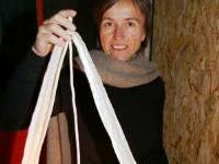 Erika Lutz mit einem ihrer Lichtobjekte