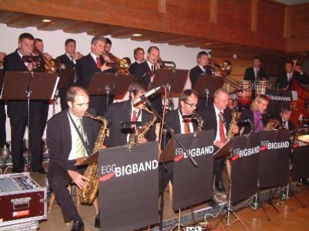 Großartige Leistung der Egg Big Band