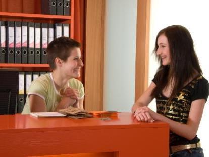 In Einzelgesprächen werden Jugendliche zu Beruf und Ausbildung beraten.