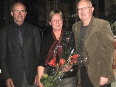 Obmann Oskar Kohler gratuliert Josef Erath zur Ernennung zum Ehrenobmann.