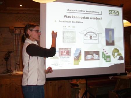 Sabine Brunner von der Bundesgeschäftsstelle des DAV bei ihrem Vortrag.