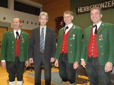 V.l.n.r.: Obmann Clemens Erath, Bezirkskapellmeister-Stellvertreter Stefan Brugger, Kapellmeister Alfred Bechter, Eugen Marte