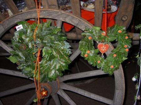 Beim Adventmärktle gab es adventliche Geschenksideen und Dekorationen.