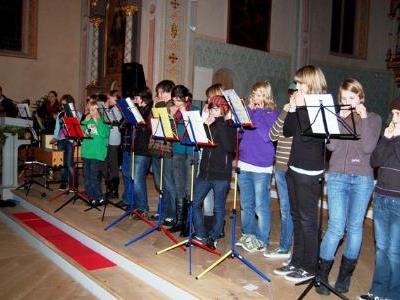 Das Mundharmonikaensemble der Mittelschule Innermontafon.