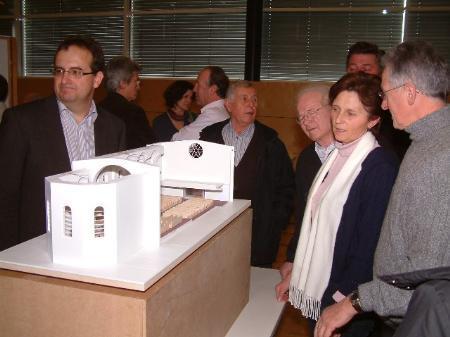 Reges Interesse am Modell des Lingenauer Kirchenprojekts.