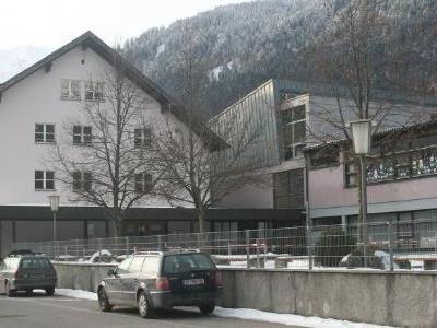 Die Volksschule und die Rätikonhalle sind in die Jahre gekommen.