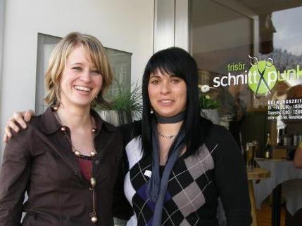 Dolores Knünz (li.) mit ihrer Mitarbeiterin Alexandra Schneider.