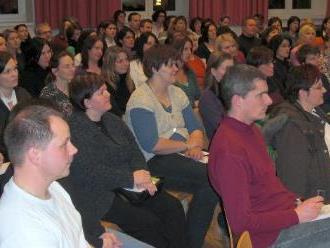 Ein voller Saal zum Thema Kommunikation mit Kindern.