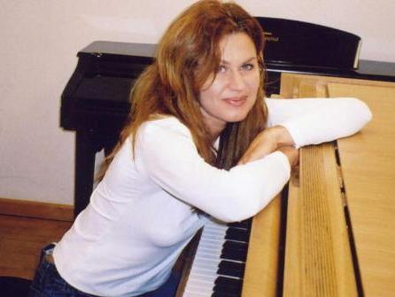 Jeanne Mikitka zeigt in der Villa Grünau ihr Können am Piano.