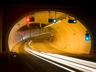 Verkehrsentlastung in den Hofsteig-Gemeinden: Die meisten Kraftfahrzeuge nutzen einen Monat nach Eröffnung den Achraintunnel.