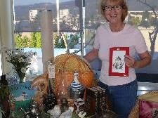 Christine Lang ist schon intensiv mit der Organisation des Flohmarktes beschäftigt.