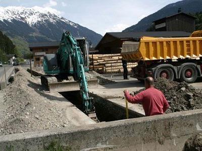 Derzeit werden Leitungen für das Naturwärme-Heizkraftwerk Montafon verlegt.