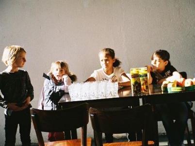 Erwachsene sind bei den Kindercafés nur am Anfang für eine Dreiviertelstunde erwünscht.