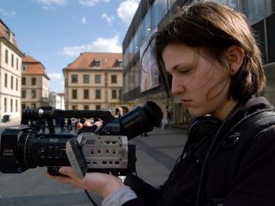 Jugendliche stellen ihr eigenes Filmprojekt auf die Beine.